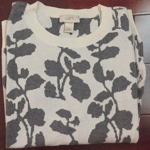 🔥 Beautiful offwhite/white patterned sweater